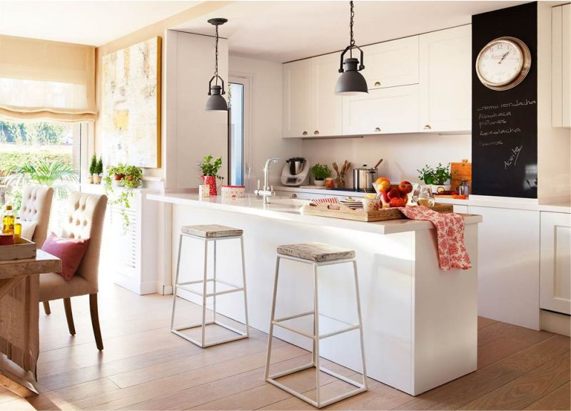 La péninsule dans la cuisine est de 25 m². m