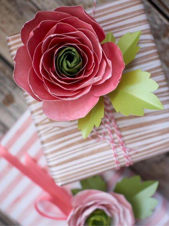 Lahjapakkaus paperi kukkia