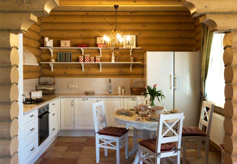 Íj a konyhában egy lakóházban, faházakból