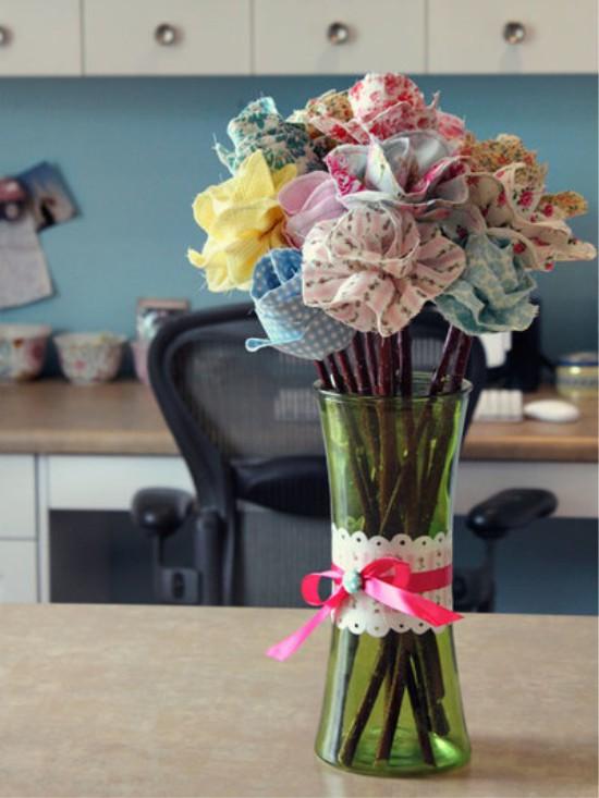 Szövet virág vázában