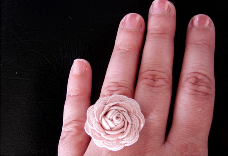 Szalag-hullám virággyűrű