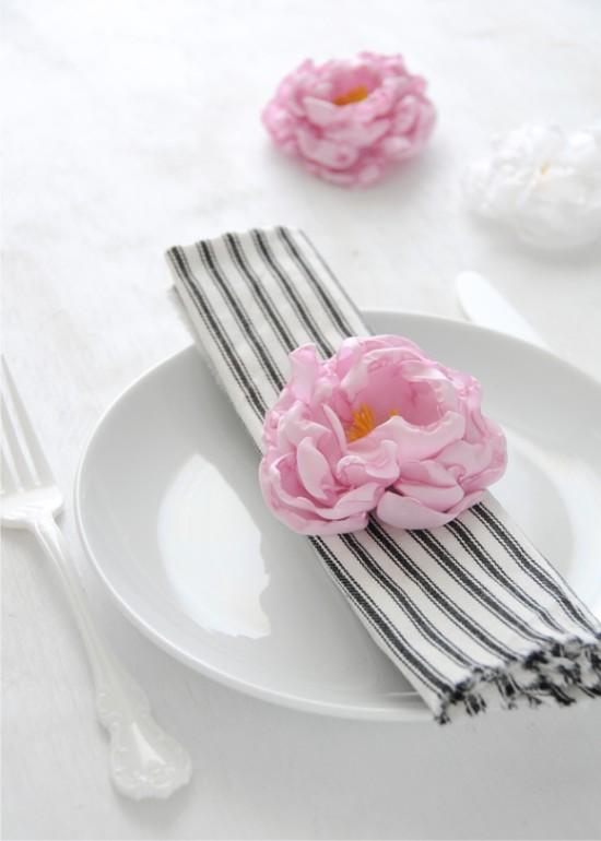Szövet pünkösdi rózsa ünnepi asztalra