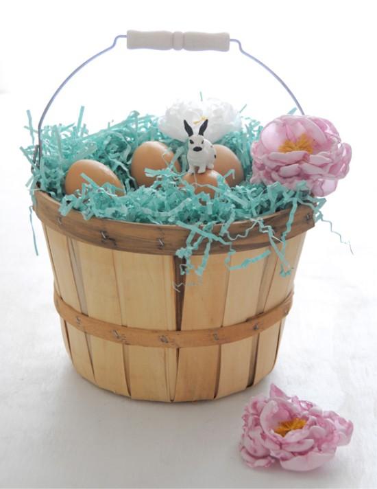 A húsvéti tojás díszítéséből készült szövetből készült pünkösdi rózsa