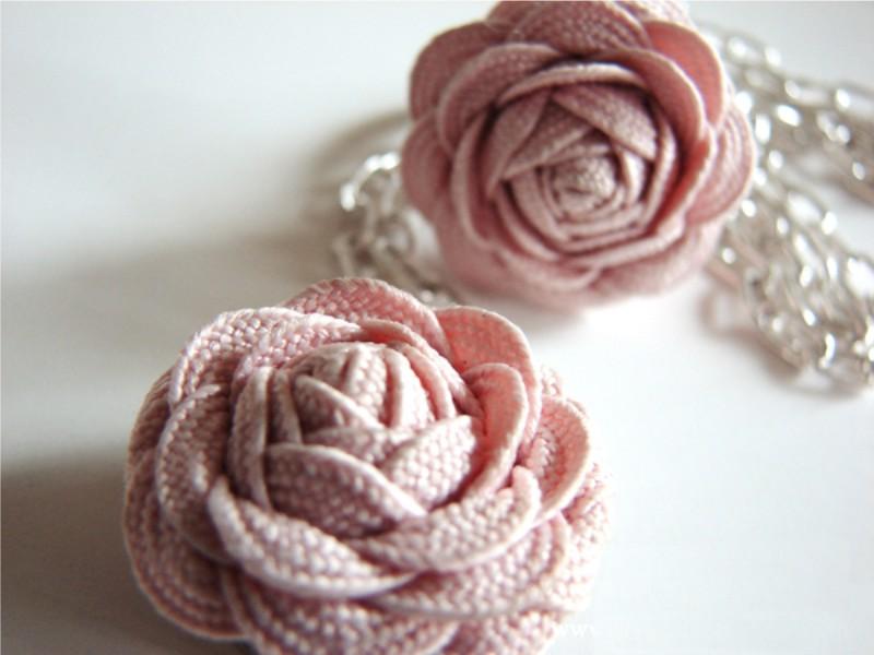 Szalaghullámú rózsák