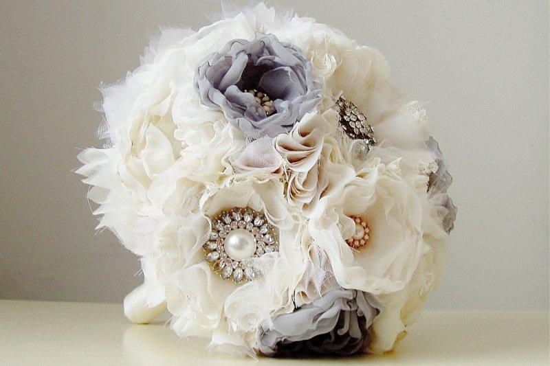 Esküvői csokor virágot szalagokból