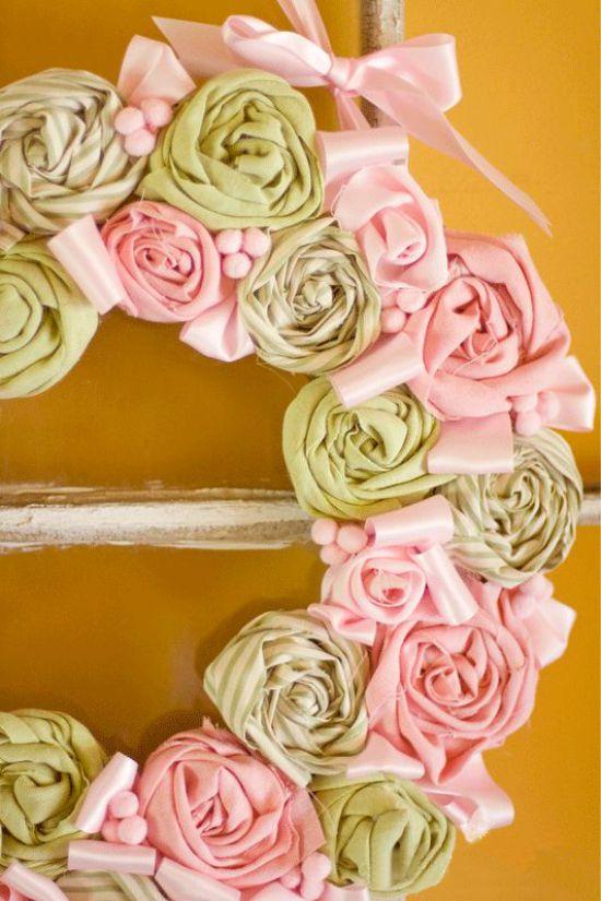 Rózsa koszorú a szövetből