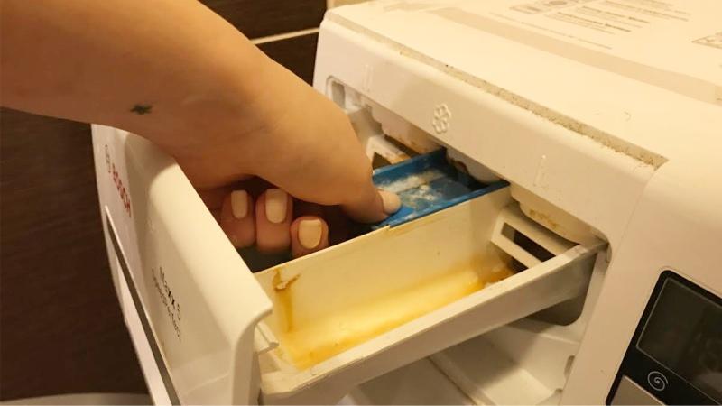 Hogyan kell kihúzni egy tálcát mosóporhoz