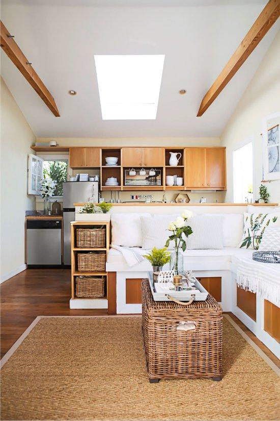 Cuisine écologique avec meubles et accessoires en rotin