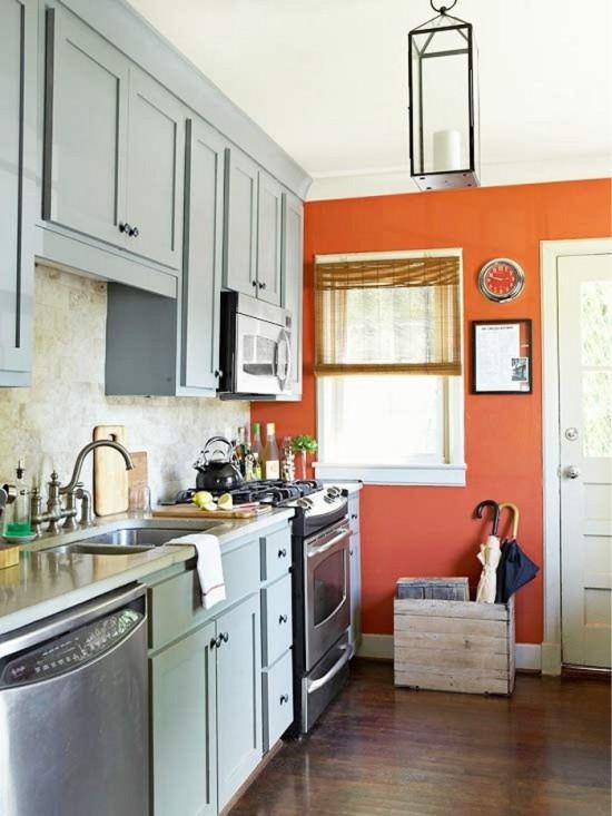 כניסה למטבח עם חלון