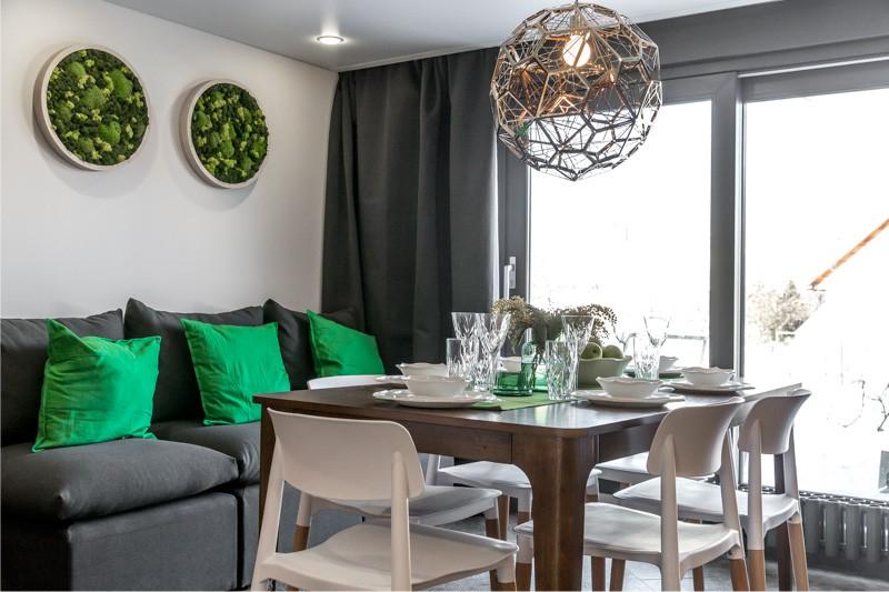 Cuisine-salle à manger dans un style écologique