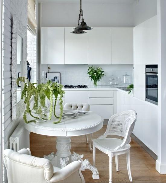 Hvidt lille køkken i Khrusjtjov