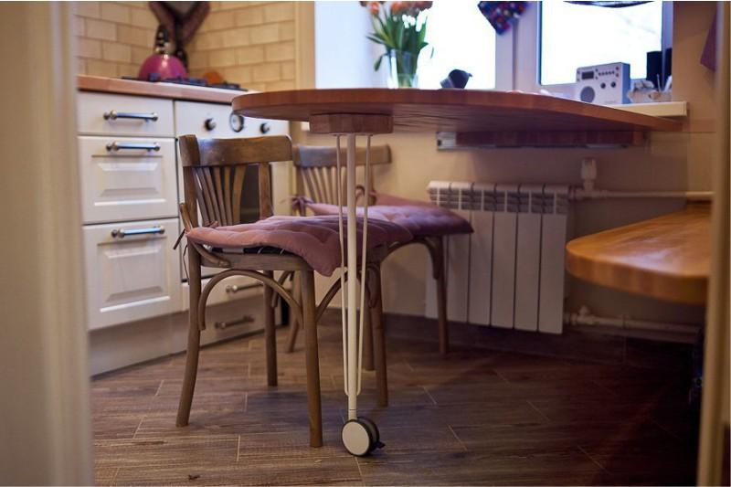 מטבח עם שולחן נייד
