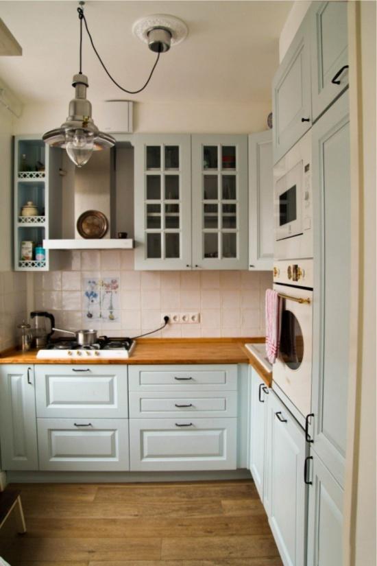 מטבח קטן בחרושצ'וב עם תנור גז