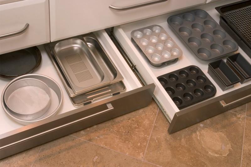 Kasser i køkkenbaser