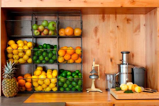 אחסון פירות ליד מסחטה