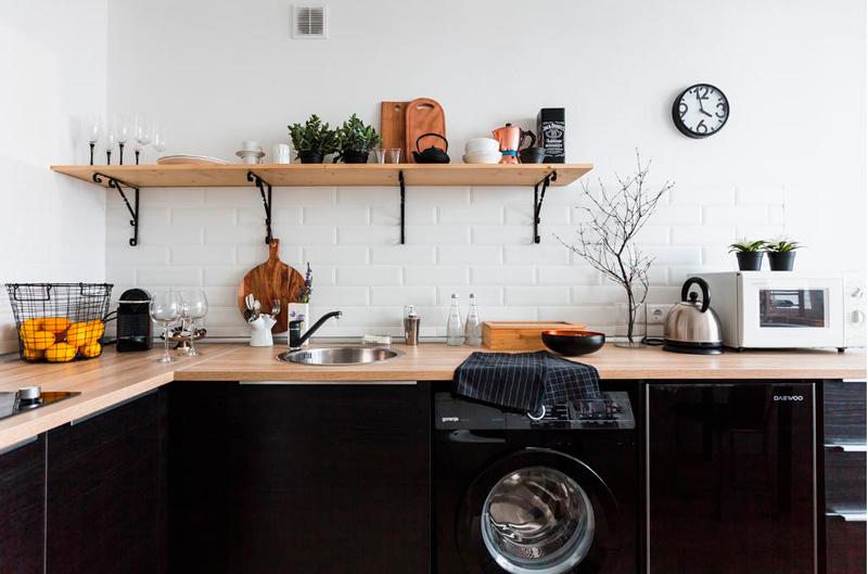 Machine à laver noire à l'intérieur