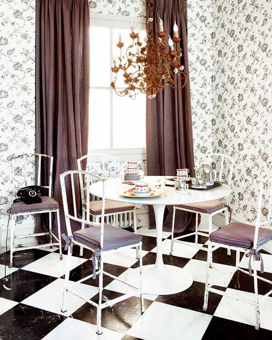 Mustavalkoinen keittiön lattia