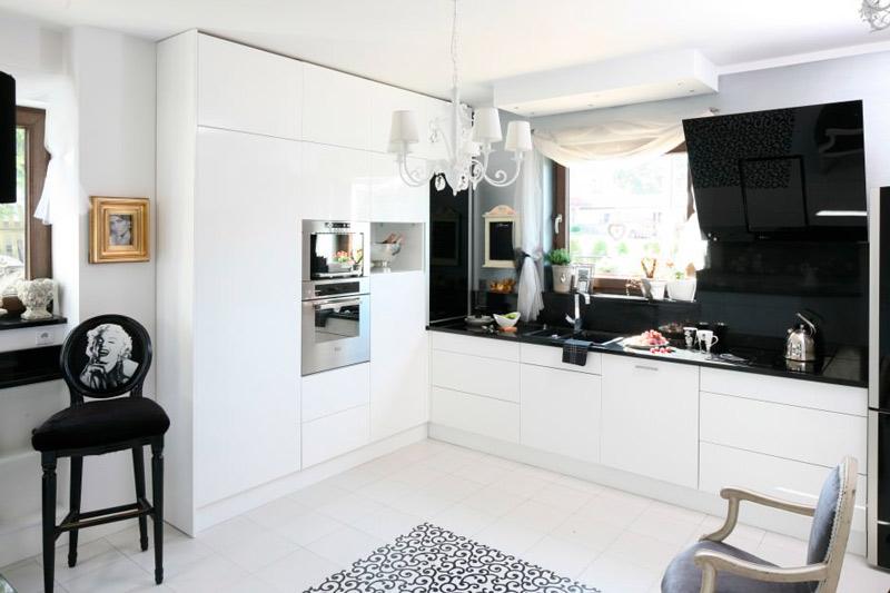 Sisustus mustavalkoinen keittiö Pariisin tyylillä