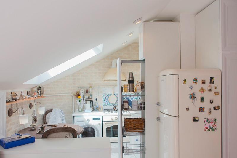 Intérieur de cuisine avec machine à laver
