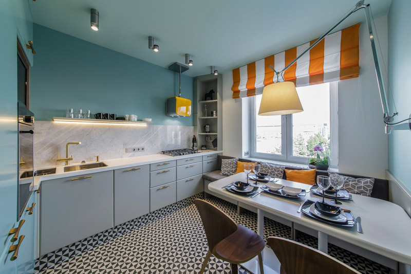 Intérieur de cuisine avec lave-linge intégré