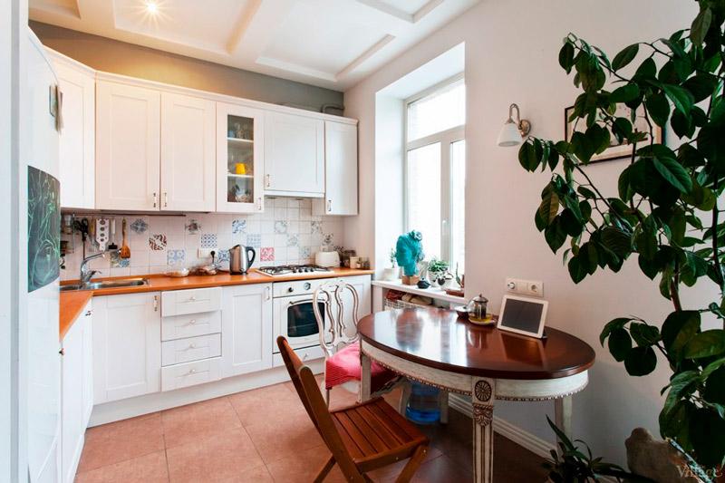 Plafonds de décompression dans la cuisine dans le stalinka