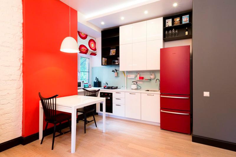 Kjøkken i stalinka med mini-apparater