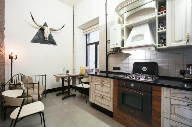 Industrielt kjøkken med gass komfyr