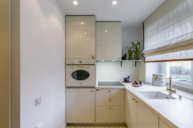 מטבח עם מכונת כביסה משולבת