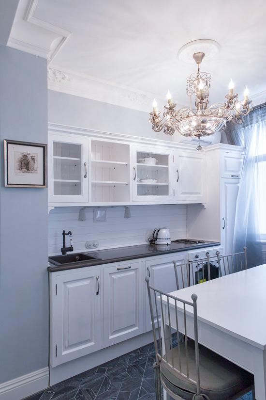 Stucco molding på kjøkkenet i Stalinka