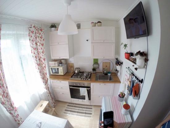 מכונת כביסה נייחת במטבח