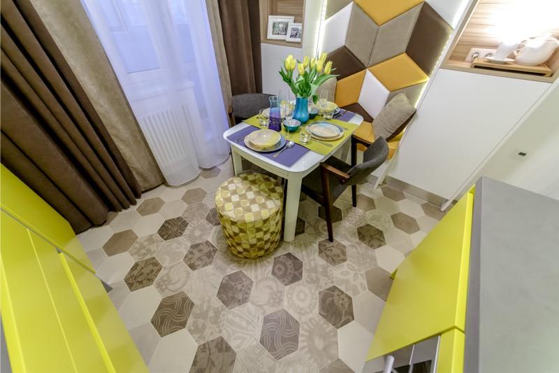 שולחן עם רצפות מתקפלות