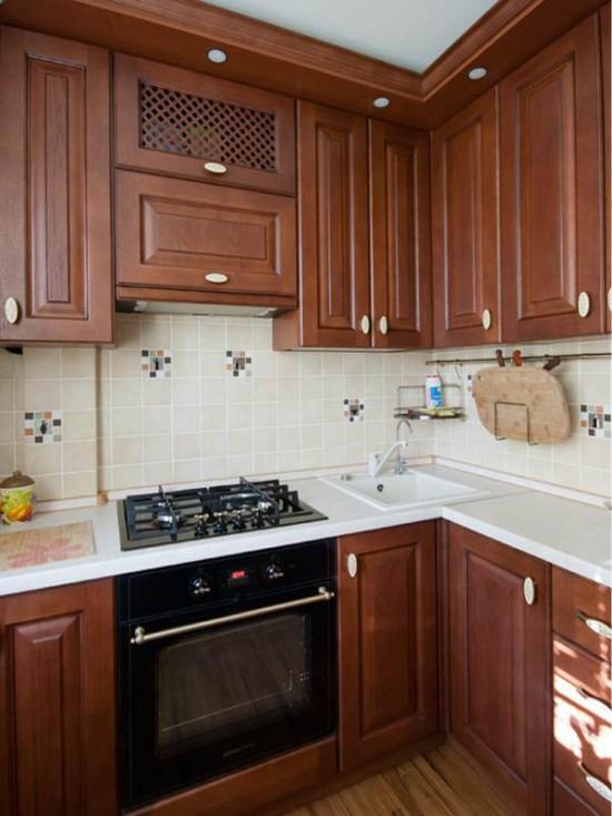 Hjørne køkken med reduceret sidevæg