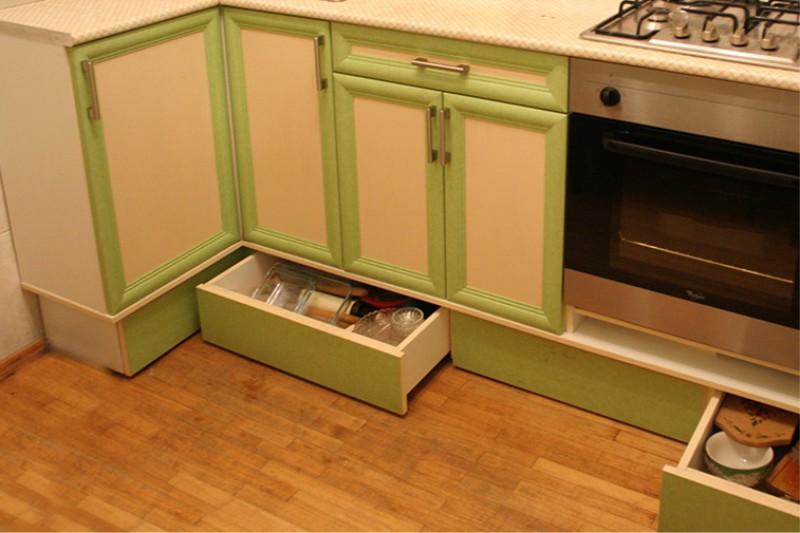 Bokser i kjøkkenbaser