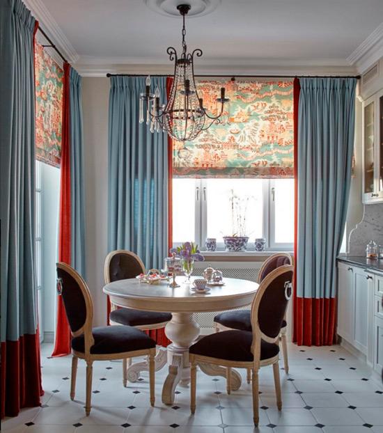 Cuisine classique intérieure avec des rideaux lumineux