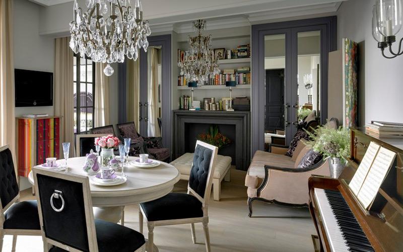 Intérieur de la cuisine-salon dans un style classique