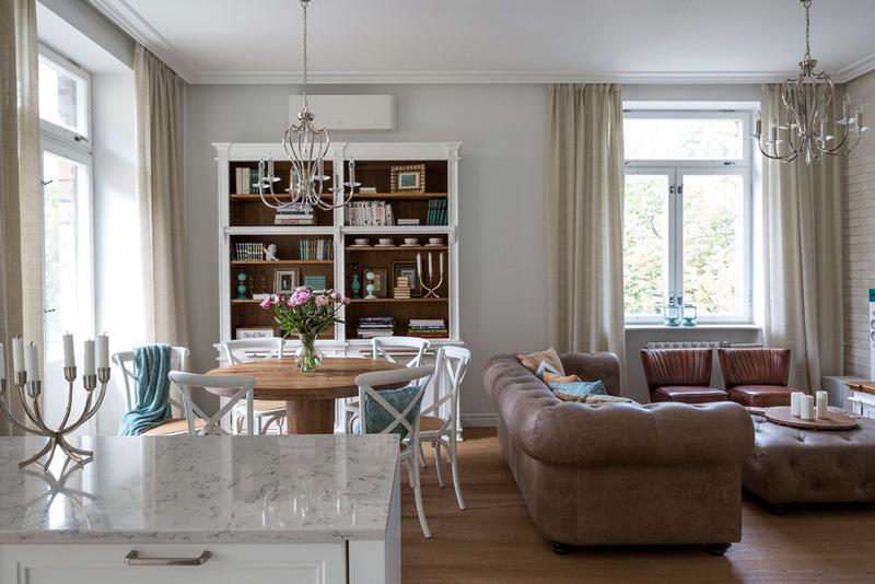 Interiør af køkken-stuen i Stalinka