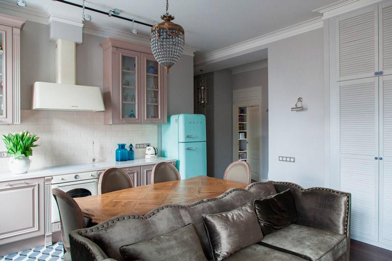Forskellige gulve i køkken-stuen