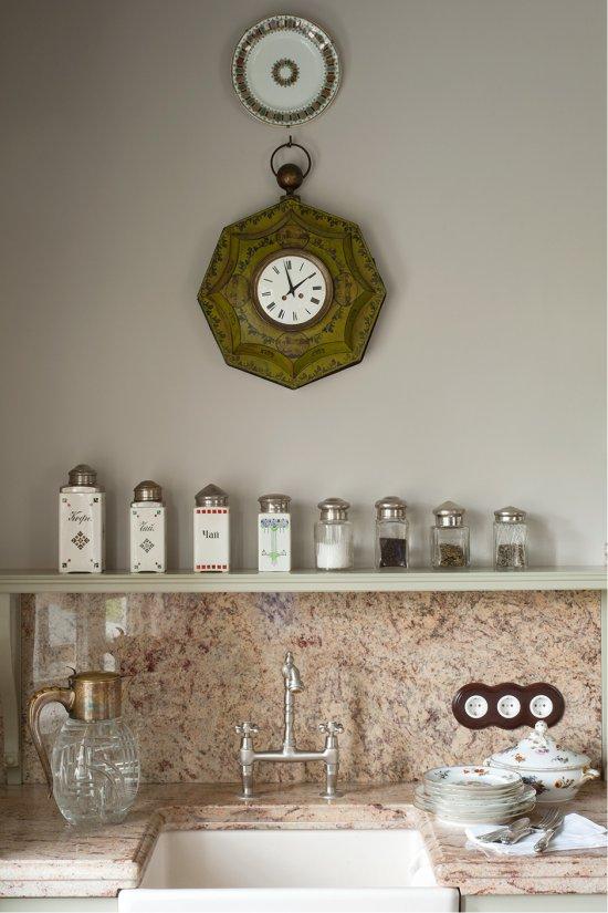 Granit gris-rose dans la décoration du tablier et des comptoirs
