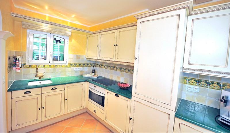 חלון מורם במטבח