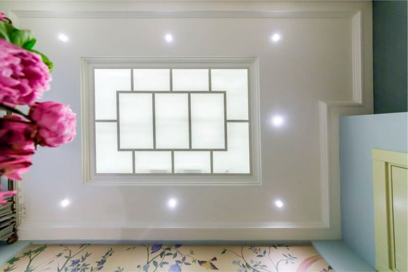 חלון מזויף על התקרה