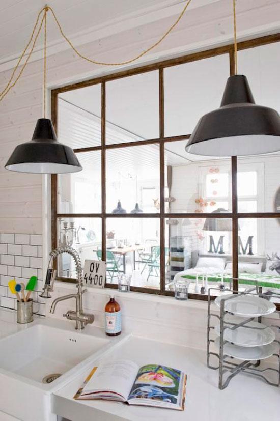חלון פנימי במטבח