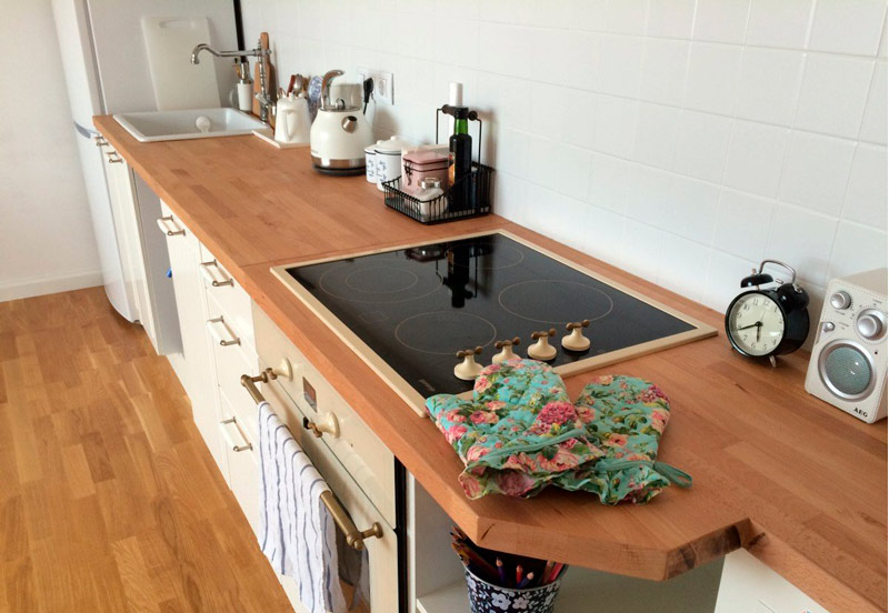 Wooden top with drank