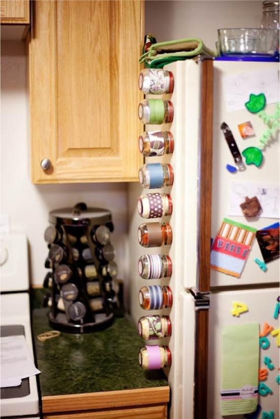 ספייס פחיות על המקרר