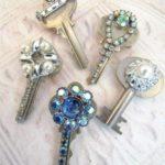 מגנטים עשויים ביד ממפתחות ישנים