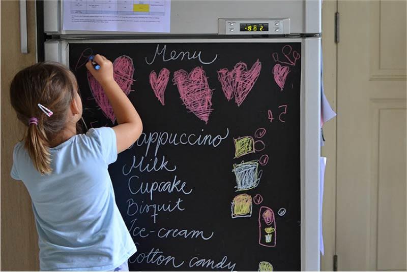 עיצוב המקרר עם טפט גיר
