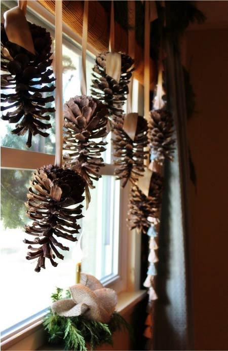 Ablak dekoráció fenyőtobozok