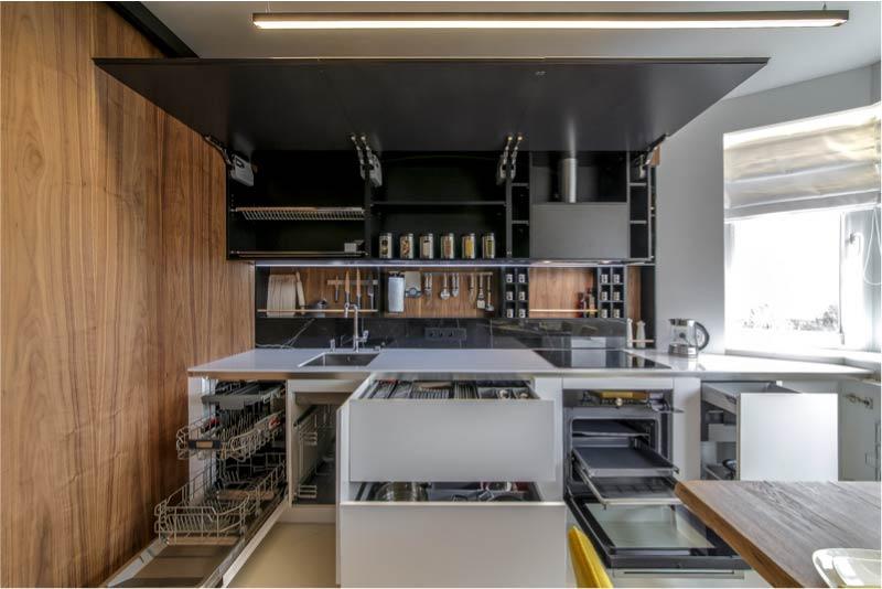 פריסה דו-שלבית של מטבח בגודל 13 מטר