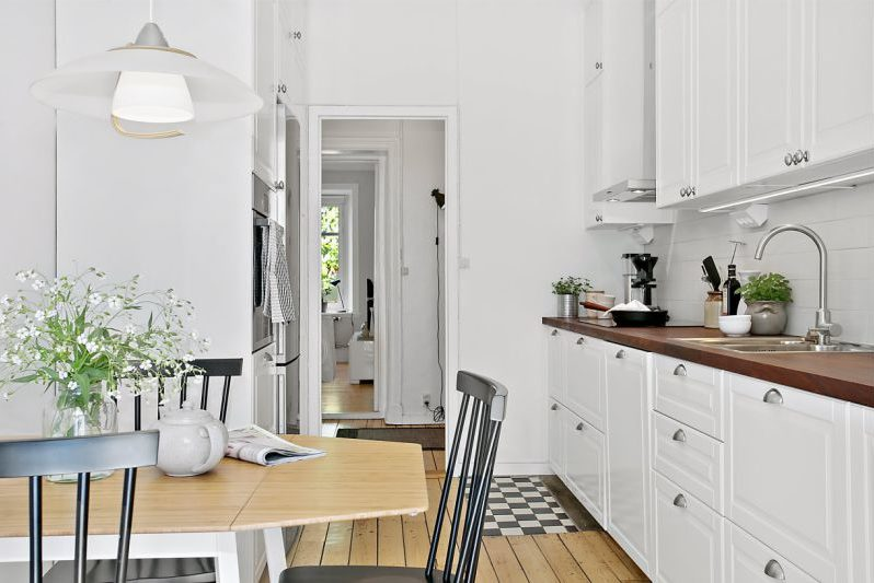 שתי שורות פריסת המטבח שטח של 11.3 מטרים רבועים. מטר