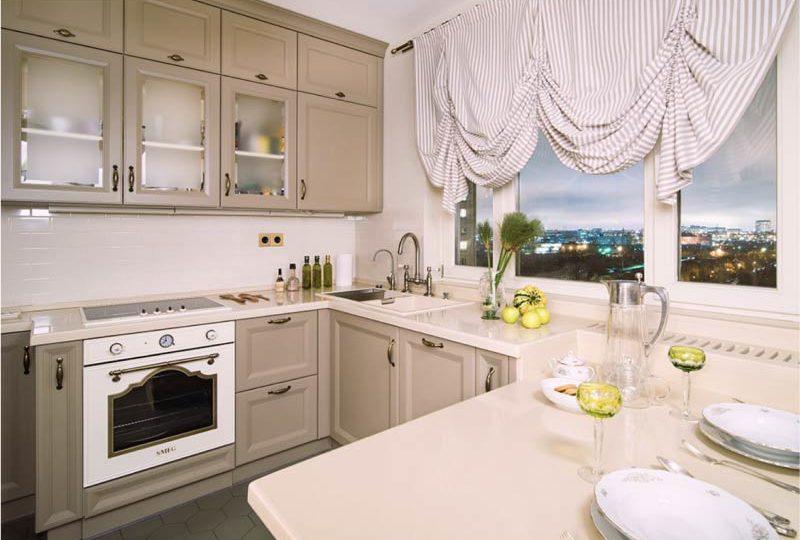 מטבח עם אדן חלון מובנה