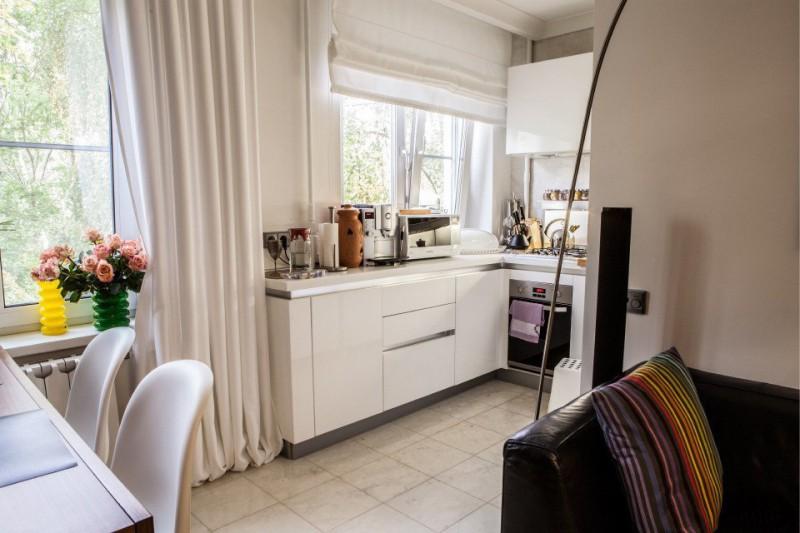 חרושצ'וב מטבח עם אדן החלון המובנה